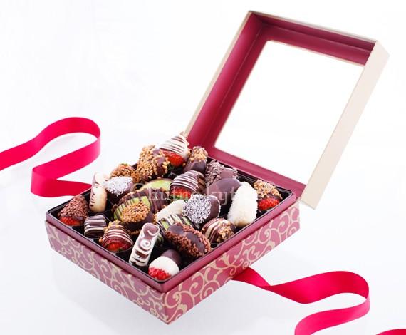 Ovocie v čokoláde v elegantnej krabici - Veľkosť L